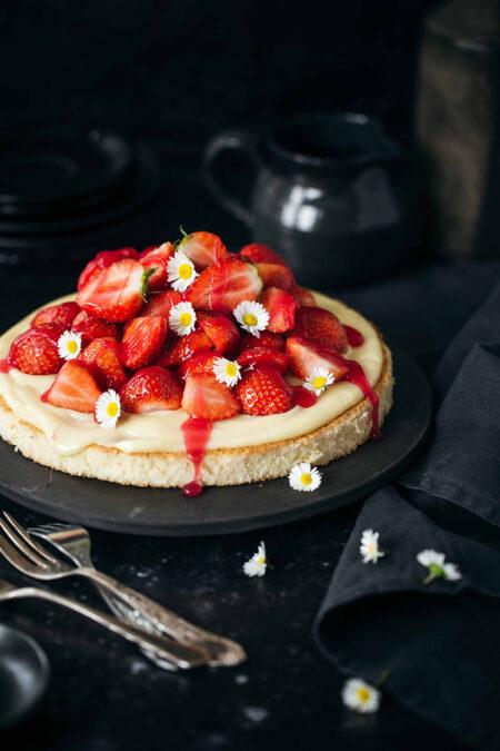 Erdbeer-Biskuitboden mit Vanillepudding